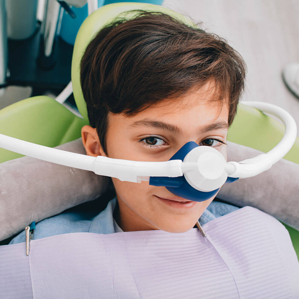 child equipped with nitrous oxide machine